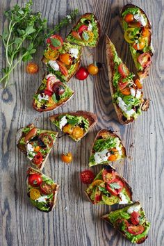 Ahh. Avocado toast. One of the most classic and popularized breakfast meals, this caprese avocado toast recipe will make toss your breakfast cereal to the side. Using all of the components of a caprese salad, such as the ripe tomatoes, creamy mozzarella, fresh basil, and tangy balsamic glaze acts as a friend to the avocado taste.