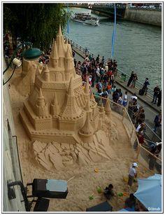 Deauville? No, Paris! Le Château de sable de la Belle au bois dormant à Paris Plage.