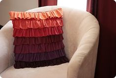 Plum Peachy Ruffled Pillow Tutorial (or use any colors you like) Sewing Pillows, Diy Pillows, Throw Pillows, Pillow Ideas, Cushions, Knock Off Decor, Pillow Crafts, Ruffle Pillow, Pillow Tutorial