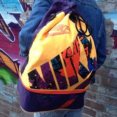 Vintagedenim für warme Oktobertage gibt's bei uns ab 16  @levis @wranglerdenims (Vintagerucksack von @nike: @bennobianco) #vintagefashion #nichtohnemeinejeansjacke #levis #wrangler #his #nike #thrifted #humanavintage #humanasecondhand #graffiti #outfitoftheday #lookoftheday #fashionpost #todaysoutfit #fashiondiaries #fashiongram #nofilterneeded