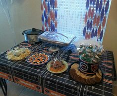 Chicago Bears Birthday Party- food display