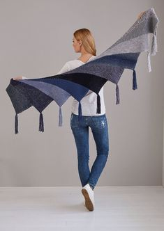 Fan cloth as Wingspan variant - Stricken , Fächertuch als Wingspan Variante Fan cloth as Wingspan version - free knitting instructions Stricken. Poncho Knitting Patterns, Shawl Patterns, Free Knitting, Vogue Knitting, Crochet Ideas, Knitted Shawls, Crochet Scarves, Crochet Shawl, Ponchos