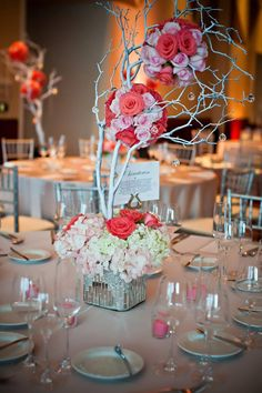 Rose pomander balls and hydrangea centerpieces | Luxe Weddings & Events Gorgeoussss