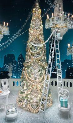 The 10 Best Christmas Window Displays Around the World (Best Christmas Windows) Christmas Store Displays, Store Window Displays, Holiday Store, Christmas Shows, Christmas Mood, Holiday Fun, Vintage Christmas, Holiday Decor, Display Window