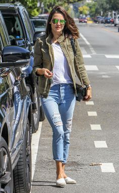 Alessandra Ambrosio from The Big Picture: Today's Hot Pics The model gives us all the casual Spring vibes during an outing in Los Angeles. Casual Work Outfits, Classy Outfits, Stylish Outfits, Fashion Outfits, Classy Casual, Alessandra Ambrosio, Western Outfits Women, Western Wear For Women, Casual Indian Fashion