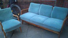 Angeboten wird ein Sofa, 3 Sitzer, und die 3 dazu passenden Sessel. Das Holz der Möbel ist in einem...,50er Jahre Sitzgarnitur, Sofa/Couch, 3 Sessel in Hamburg - Hamburg Barmbek