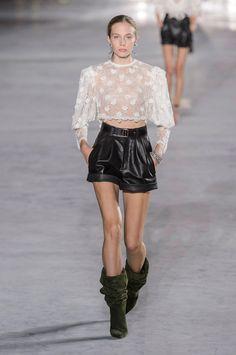 Saint Laurent Spring 2018 Ready-to-Wear Fashion Show Collection Fashion Week Paris, Spring Fashion Trends, Spring Summer Fashion, Runway Fashion, Haute Couture Style, White Fashion, Love Fashion, Fashion Design, Khaki Shorts