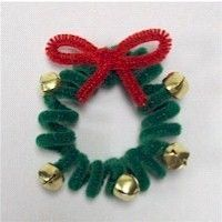 Pipe Cleaner Wreath Craft kid friendly