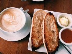 Un buen desayuno alivia los disgustos  #coffeetime #morning #coffee #breakfast #relax #latte #madrid #yum #yummy #delish #delicious #hot #tasty #hungry #sweet #food #foodporn #love #igers #me #girl #cute #cold #fashion #fashiondiaries #beautiful #picoftheday #instalike #instagood #instadaily by majissh