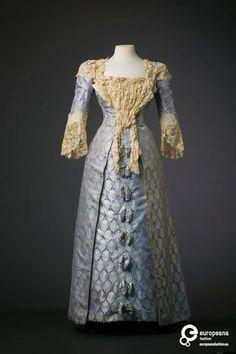 Evening dress, House of Worth, circa 1895-1900.