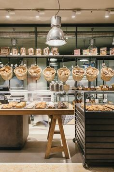 i said i wanted clean and i do but bread looks great in baskets Bakery Cafe, Bakery Store, Bakery Display, Cafe Restaurant, Restaurant Design, Bread Display, Bakery Shop Design, Coffee Shop Design, Cafe Design
