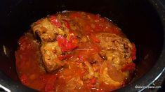 Friptură înăbușită de porc cu usturoi și ceapă - la cuptor sau la oală sub presiune | Savori Urbane Ratatouille, Carne, Cooking, Ethnic Recipes, Mariana, Blue Prints, Pork, Kitchen, Brewing