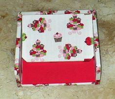 Porta guardanapos em mdf revestido com tecido. www.nikiatelier.elo7.com.br