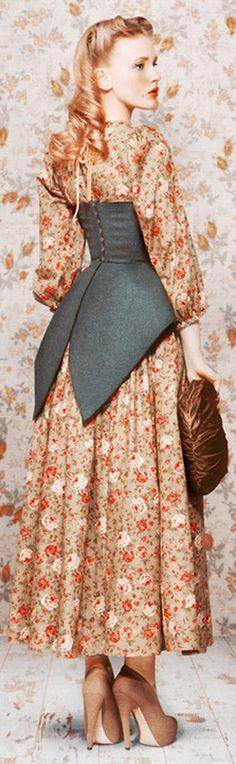 idée du corset avec pans style redingote derrière