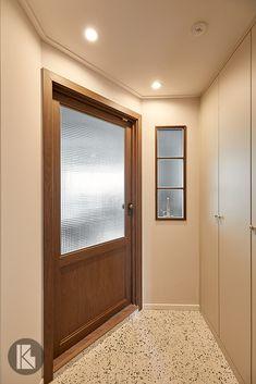 수원 영통 황골 쌍용아파트 카페 같은 예쁜 아파트 거실 인테리어 : 24평 : 네이버 블로그 Living Spaces, Living Room, Entrance Doors, Modern Retro, Home Projects, Townhouse, Bedroom Decor, House Design, Interior Design