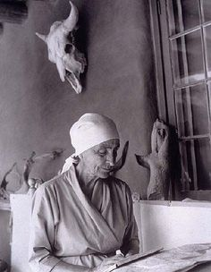 Georgia O'Keeffe on the portal, Ghost Ranch, New Mexico, By Todd Webb Georgia O Keeffe Paintings, Georgia O'keeffe, Alfred Stieglitz, New York Art, Famous Artists, American Artists, Belle Photo, Artist At Work, Photos