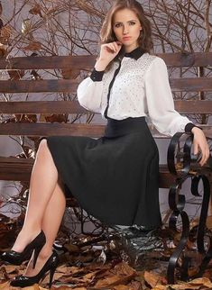 Lovely outfit for work. Love the sleeves on that blouse.