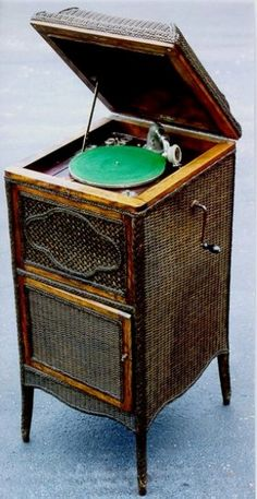 Duke Record Player Cabinet Adjustable turntable with