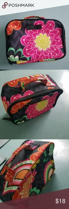 Vera Bradley CHERRY'S HALLMARK Lunch Bag Excellent condition. No stains or rips. This is a Vera Bradley lunchmate Bag.  Pattern: Cherry's Hallmark Vera Bradley Bags