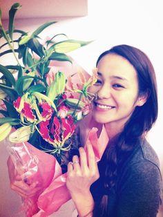 竹下玲奈:『お花』・・・癒やされますね~皆もX'mas、お正月とお花を飾ることおおいのでは…|BAILA(バイラ)