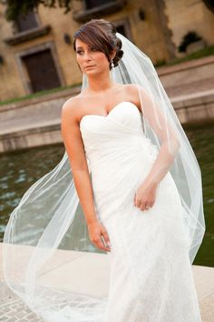 Bridal portrait by Shelley Foster Photography | Dallas bridal photo shoot | Wedding Wishes Dallas and Fort Worth Wedding Guide
