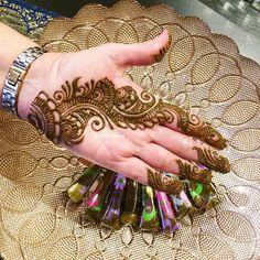 Palm henna design #henna #hennaart #hennatattoo #hennadesign #mehndi #mehndiinspire #mehndidesign #mehndinight #palmhenna #semibridal #weddinghenna #simplehenna #hennawedding #instapost #dailypost #everydaypic #instagram #instagramer #orlandofl #orlandohenna #orlandowedding Palm Henna Designs, Palm Mehndi Design, Mehndi Designs Front Hand, Modern Henna Designs, Henna Tattoo Designs Simple, Simple Arabic Mehndi Designs, Finger Henna Designs, Mehndi Designs Book, Mehndi Designs For Girls