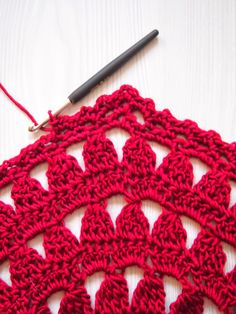 VMSomⒶ KOPPA:- Red flower circle T-shirt - Edge on the circle