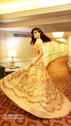 Indian Actress Pics, Indian Actresses, Bollywood Celebrities, Bollywood Actress, Bollywood Lehenga, Designer Party Wear Dresses, Beautiful Saree, Universe, Angel