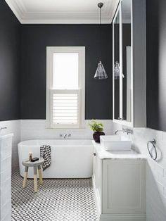 Le noir et blanc est une valeur sure dans une salle de bain.