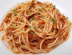 Spaghete cu sos de carne tocata Pizza Lasagna, Healthy Life, Cake Recipes, Deserts, Health Fitness, Food And Drink, Cooking Recipes, Dinner, Ethnic Recipes
