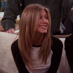 jennifer aniston // rachel green in friends Friends Jennifer Aniston, Jennifer Aniston Haar, Jennifer Aniston Haircut, Jennifer Aniston Hair Color, Long Layered Haircuts Straight, Layered Long Hair, Long Straight Layers, Hair Long Layers, Long Hair Styles Straight