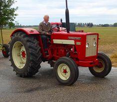 Tractor Farming, International Tractors, Classic Tractor, Antique Tractors, Case Ih, Cool Pictures, American, Color, Tractors