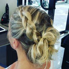 Chignon tressé Dreadlocks, Hair Styles, Beauty, Braided Updo, Braid, Hairstyles, Hair Makeup, Hairdos, Cosmetology