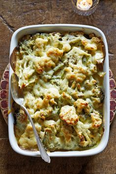 Get the kids to eat their vegetables this Thanksgiving with this broccoli and cauliflower gratin. Learn how to make a broccoli and cauliflower gratin that everyone will love. Best Thanksgiving Recipes, Thanksgiving Side Dishes, Holiday Recipes, Vegetarian Thanksgiving, Fall Recipes, Turkey Side Dishes, Thanksgiving Baking, Thanksgiving 2020, Holiday Side Dishes