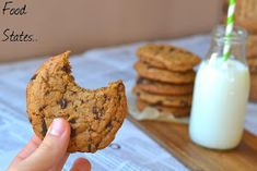 Ευκολα μπισκοτα με κομματακια σοκολατας - Food States Christmas Projects, Donuts, Banana Bread, Sweet Tooth, Muffin, Food And Drink, Sweets, Cookies, Eat