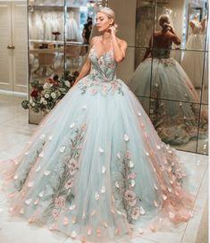 princess dress uploaded by Emanoelle Assiz on We Heart It Cute Prom Dresses, Dream Wedding Dresses, Ball Dresses, Elegant Dresses, Pretty Dresses, Evening Dresses, Formal Dresses, Wedding Gowns, Dress Prom