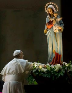 Pope Francis showing love for Our Blessed Mother.