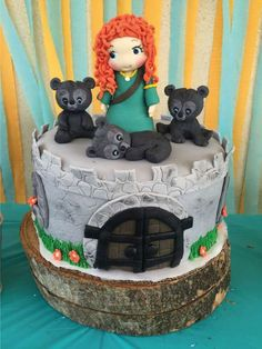Paoala T's Birthday / Disney Brave - Photo Gallery at Catch My Party Brave Birthday Cakes, Disney Birthday, Baby Birthday, Birthday Party Themes, Merida Cake, Brave Cakes, Glitter Birthday, Festa Party, Disney Cakes