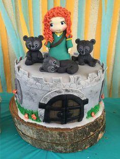 Paoala T's Birthday / Disney Brave - Photo Gallery at Catch My Party Brave Birthday Cakes, Disney Birthday, Birthday Party Themes, Girl Birthday, Merida Cake, Brave Cakes, Cake Designs For Kids, Glitter Birthday, Festa Party