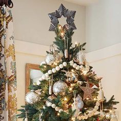 In a tree bedecked in calm neutrals and creams, go with a black or dark gray topper. Here, a star topper keeps in step with the star ornaments on the tree. Pretty Christmas Trees, Easy Christmas Crafts, Christmas Tree Toppers, Simple Christmas, Christmas Holidays, Christmas Ideas, Xmas, Holiday Tree, Holiday Wreaths