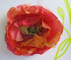 When you suffer from pyromania, you will love this tutorial; chiffon organza, tulle and silk flowers. Funnnnn :)