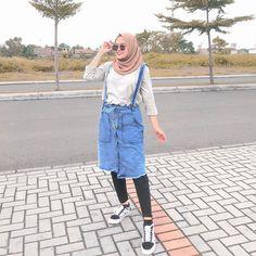 Lucu bgt kan overall skirt dari gila gemesss bgt dong😫❤️✨🌈 Casual Hijab Outfit, Ootd Hijab, Hijab Chic, Overall Skirt, Overalls Outfit, Hijab Fashion Inspiration, Tutu, Outfit Winter, Outfit Summer