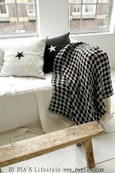 . Nordic Interior, Star Decorations, Sit Back, Living Rooms, Building A House, Scandinavian, Sweet Home, Relax, Vest