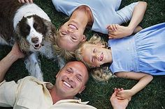 Alan Kazdin of Yale University Parenting Center and Child Conduct Clinic offers 10 tips for parents dealing with defiant children. The top tip is to pay attention to the good behavior much more than you do the bad. Family Posing, Family Portraits, Family Photos, Posing Families, Dog Portraits, Best Dogs For Families, Family Dogs, Happy Family, Strong Family
