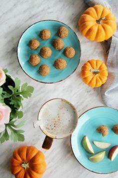 Healthy Pumpkin Pie Energy Bites. These taste just like pumpkin pie filling, without the sugar. Simple to make, delicious to eat. #pumpkinpie #pumpkinspice #energybites #snackbites #energyballs #glutenfree #dairyfree Pumpkin Pecan Pie, Healthy Pumpkin Pies, Pumpkin Spice Syrup, Diy Pumpkin, B Food, Canadian Food, Energy Bites, Good Healthy Recipes, Healthy Life