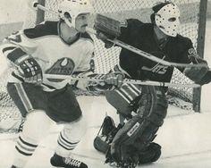 Frank Beaton, Edmonton Oilers, vs. Winnipeg Jets. Hockey Gear, Hockey Games, Hockey Players, Ice Hockey, Hockey Stuff, Vancouver Canucks, Edmonton Oilers, Goalie Mask, Band Photos