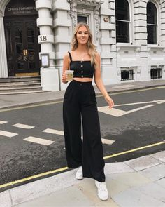 30 Super Classy & Trendy Outfit Inspirations To Wear This Year 30 Superklassige und stilvolle Outfit-Inspirationen # stylish # 2019 ich Jenner die Cute Casual Outfits, Stylish Outfits, Classy Chic Outfits, Ootd Classy, Cute Spring Outfits, Winter Outfits, Mode Outfits, Fashion Outfits, Outfits For Girls