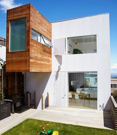A Cantilevered Family Bathroom Boosts Square Footage - Blue Truck Studio - Bernal Heights, San Francisco, Usa Modern Patio, Modern Exterior, Modern Spaces, Modern Homes, Minimalist Architecture, Architecture Details, Co Housing Community, Beautiful Small Bathrooms, Living Place