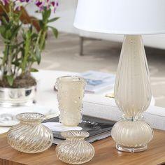 """""""Mesa lateral com abajur e vasos de murano Matisse Casa!! Itens disponíveis no site www.matissecasa.com.br com frete grátis para todo o Brasil!!…"""""""