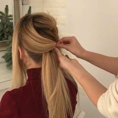 Long hairstyle idea with video tutorial Long Curly Hair Hairstyle Idea Long tutorial video Face Shape Hairstyles, Teen Hairstyles, Straight Hairstyles, Braided Hairstyles, Long Curly Hair, Curly Hair Styles, Natural Hair Styles, Thick Hair, Hair Upstyles